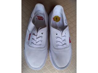 Tenis blancos Unisex marca Levis