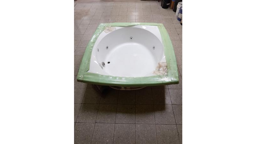 jacuzzi-grande-american-whirlpool-big-2