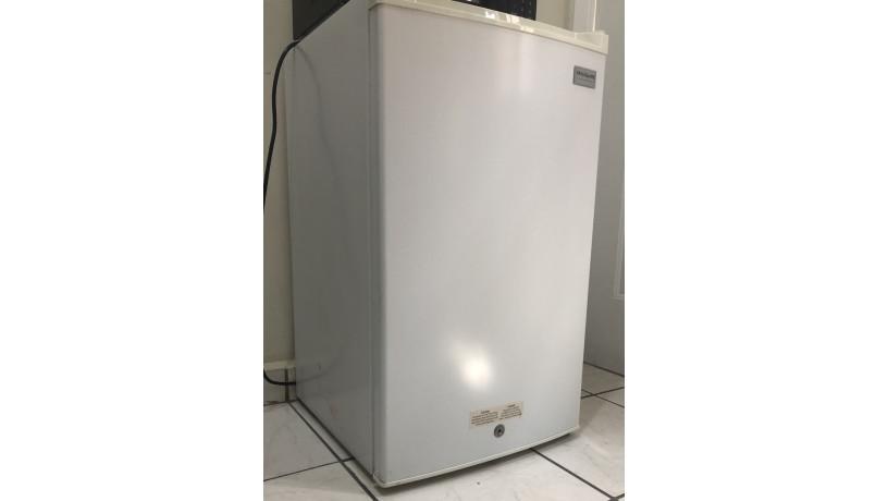 mini-refrigerador-frigidaire-big-2