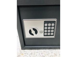 Caja fuerte de 2 llaves y código
