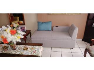 Sillon estilo divan largo con vasera y cojin decorativo