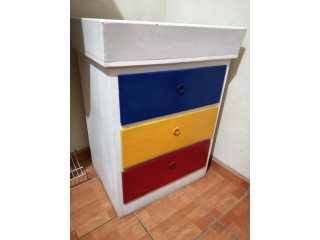 Cambiador de pañales con gavetas