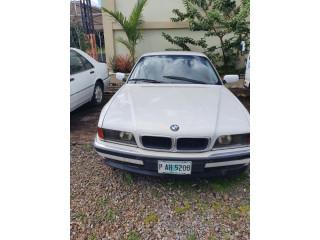 BMW 740 Lps. 60,000, necesita reparaciónes menores