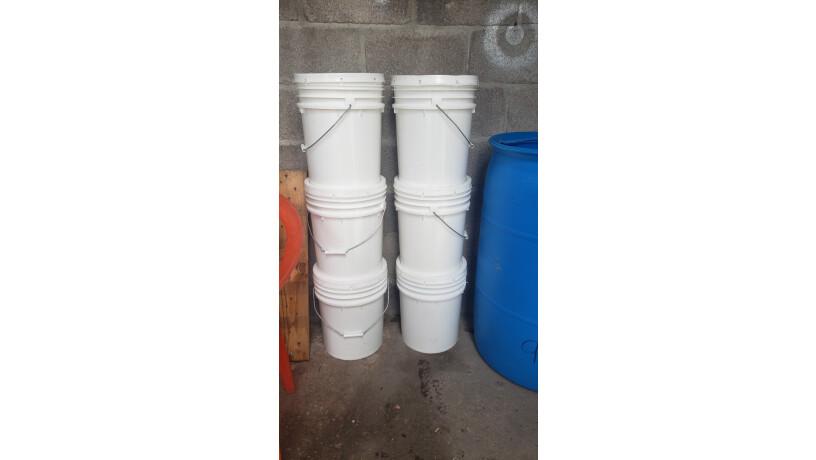 baldes-plasticos-con-tapadera-de-muy-buena-calidad-big-0