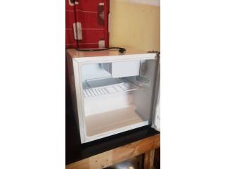 Refrigeradora pequeña todo al 100%