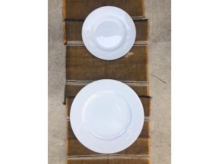 Juego de platos blancos
