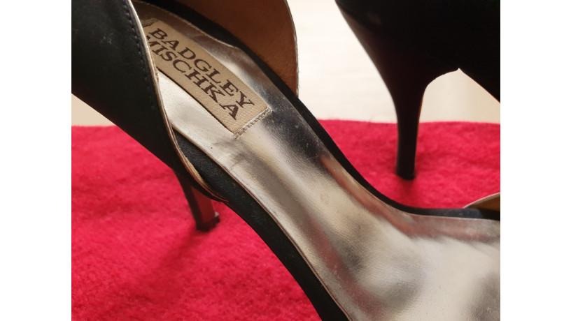 donacion-de-zapatos-badgley-mischka-big-2