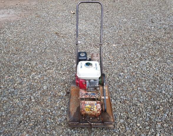 compactadora-de-plato-viratorio-con-motor-a-gasolina-big-2
